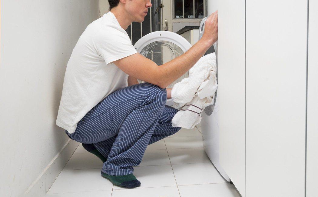 Cómo terminar con las manchas de grasa de la ropa de trabajo