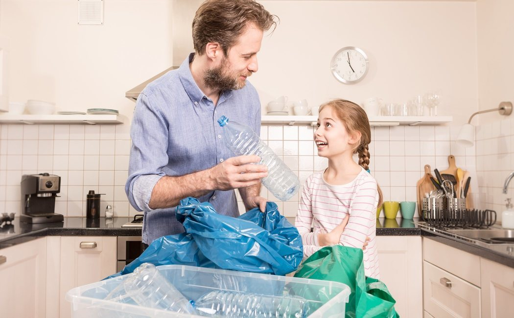 Cómo enseñar a un niño a reciclar