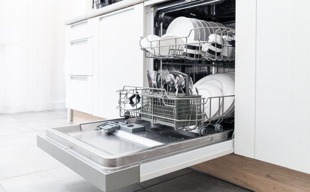 El lavavajillas también hay que limpiarlo