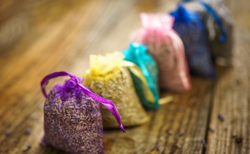 Cómo hacer bolsas aromáticas para el armario