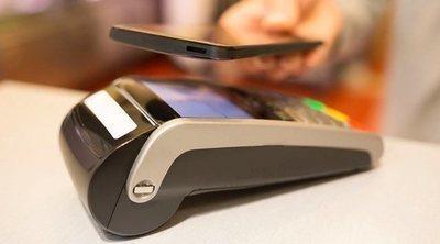 ¿Cómo pagar con el móvil en una tienda?
