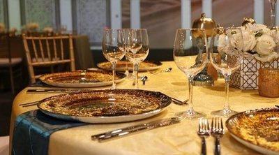 Cómo colocar las copas y los cubiertos en la mesa